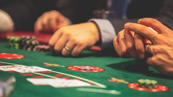 Mnoho pokerových hráčů musí vyjet do blízkých krajských měst. - Kde si ve Zlíně a okolí zahrajete dobrý poker?